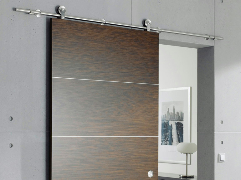 puerta corrediza barnizada de madera sin marco