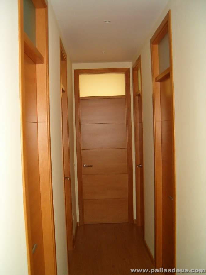 Colocaci n de tarima en a coru a for Puertas madera y cristal interior