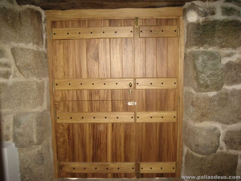 Ventanas de madera coru a for Como restaurar puertas de madera antiguas