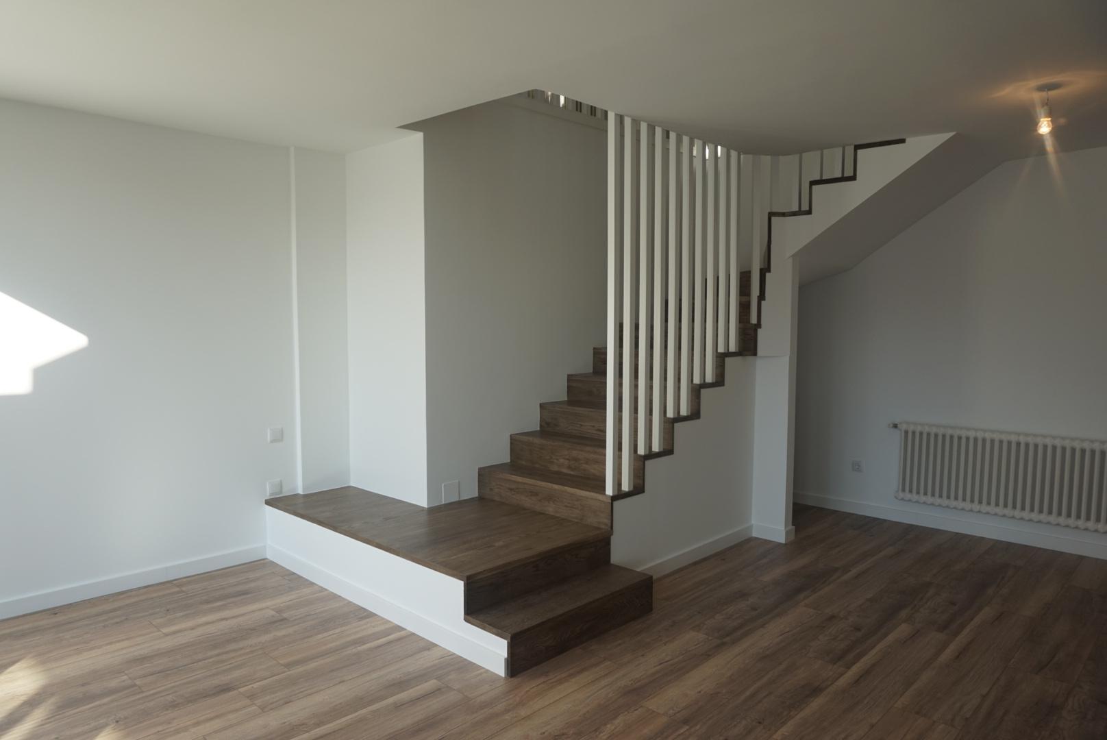 Escaleras En Madera De Roble Tintado En A Coru Aes