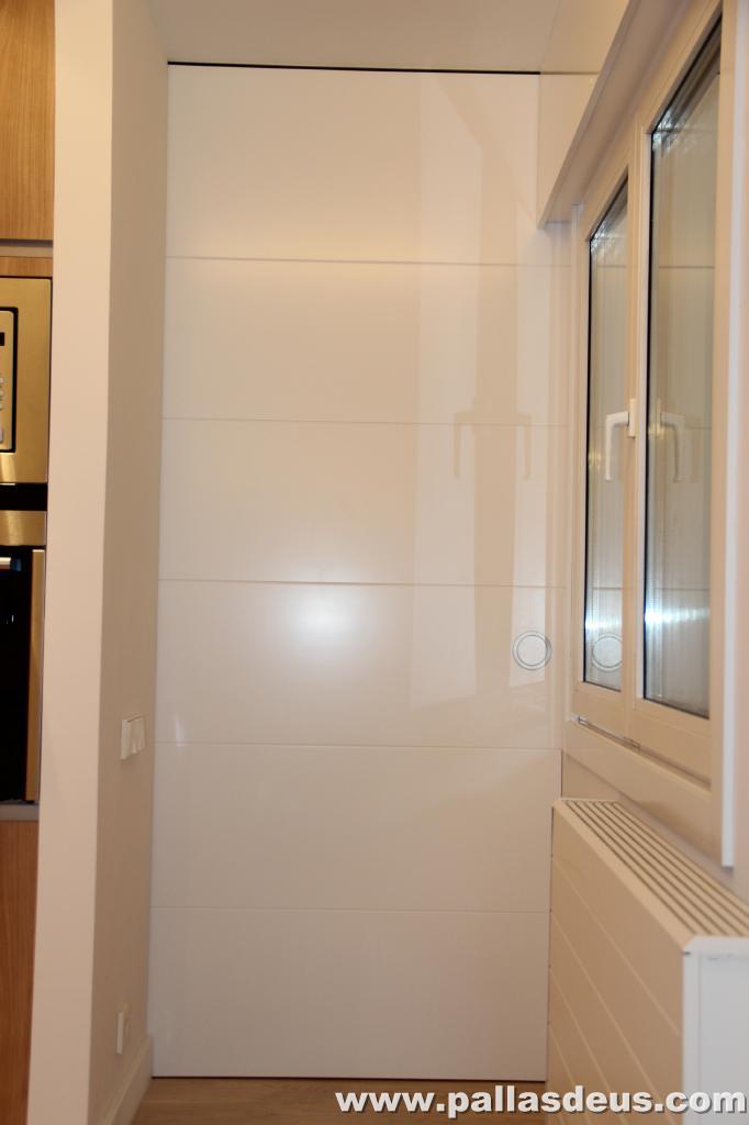 Decoraci n interior coru a puertas de armarios lacadas - Decoracion puertas interior ...