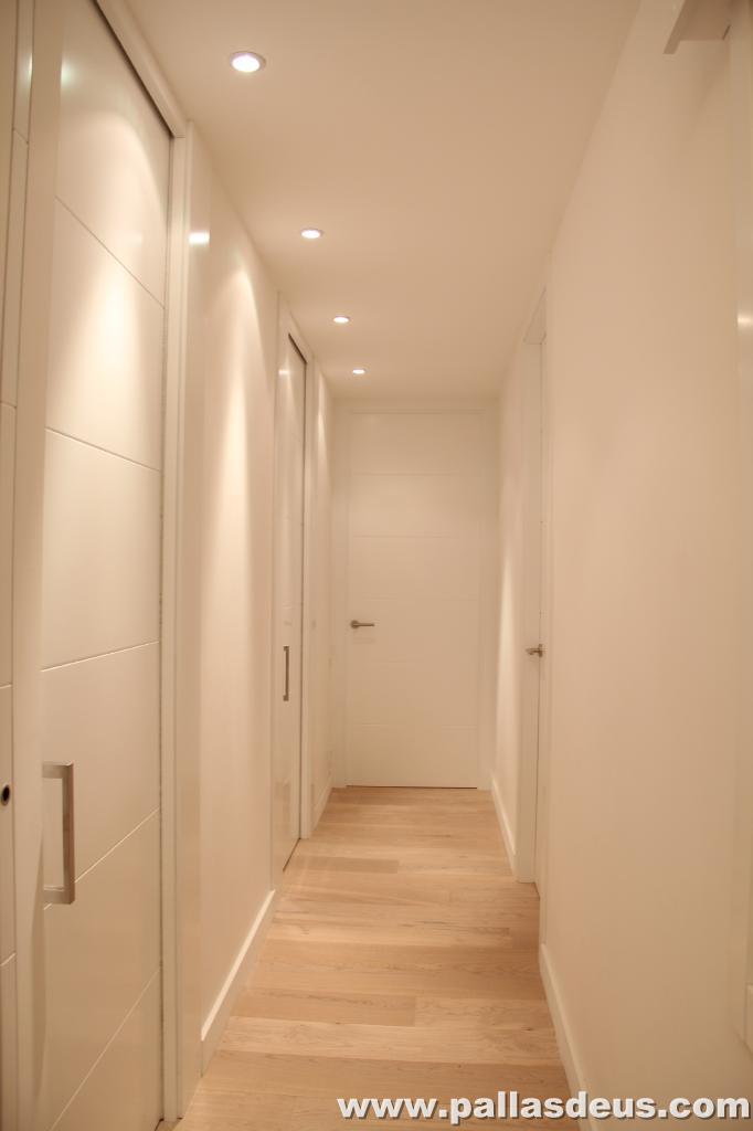 Decoraci n interior coru a puertas de armarios lacadas - Decoracion puertas blancas ...