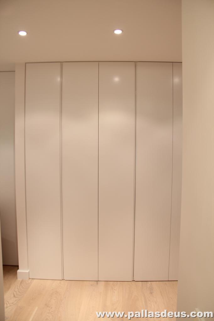 Decoraci n interior coru a puertas de armarios lacadas - Puertas de armario empotrado ...