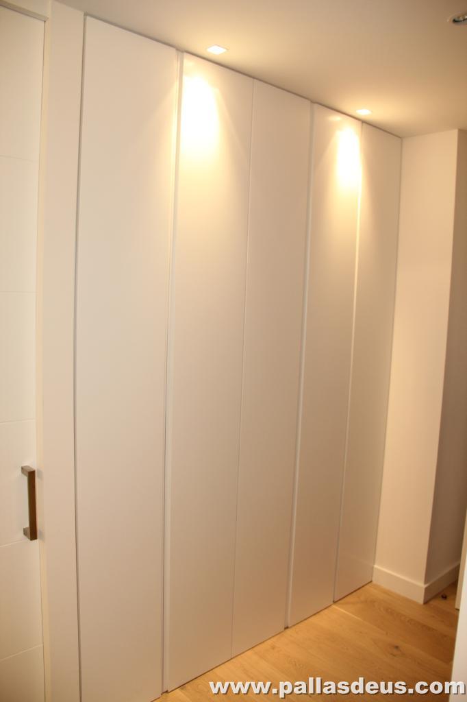 Decoraci n interior coru a puertas de armarios lacadas - Decoracion de armarios empotrados ...