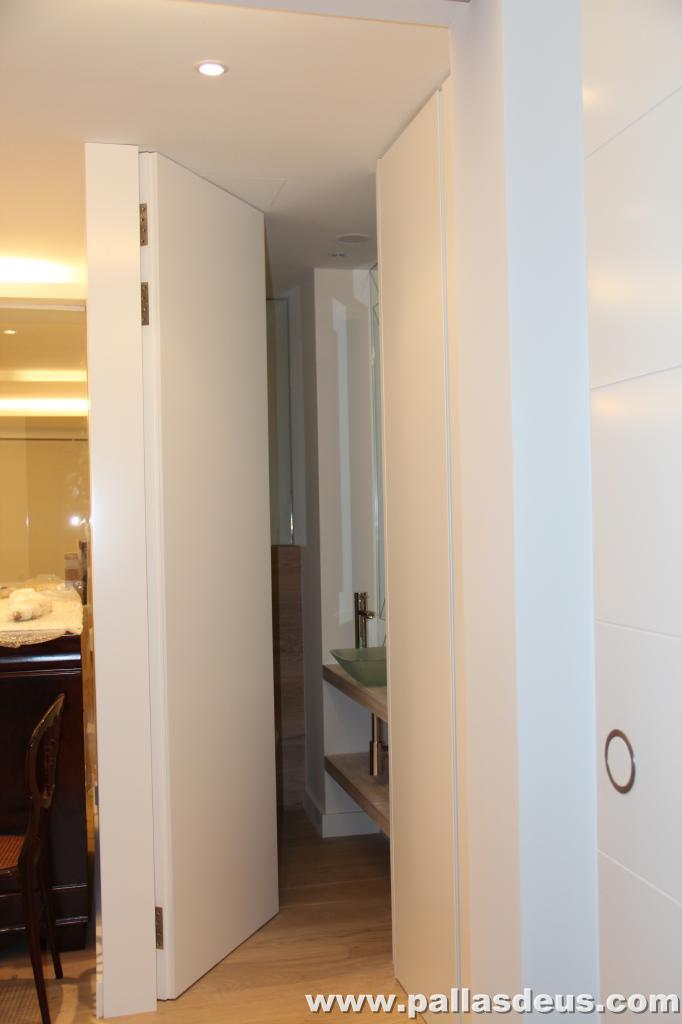 Decoraci n interior coru a puertas de armarios lacadas for Decoracion de puertas de interior