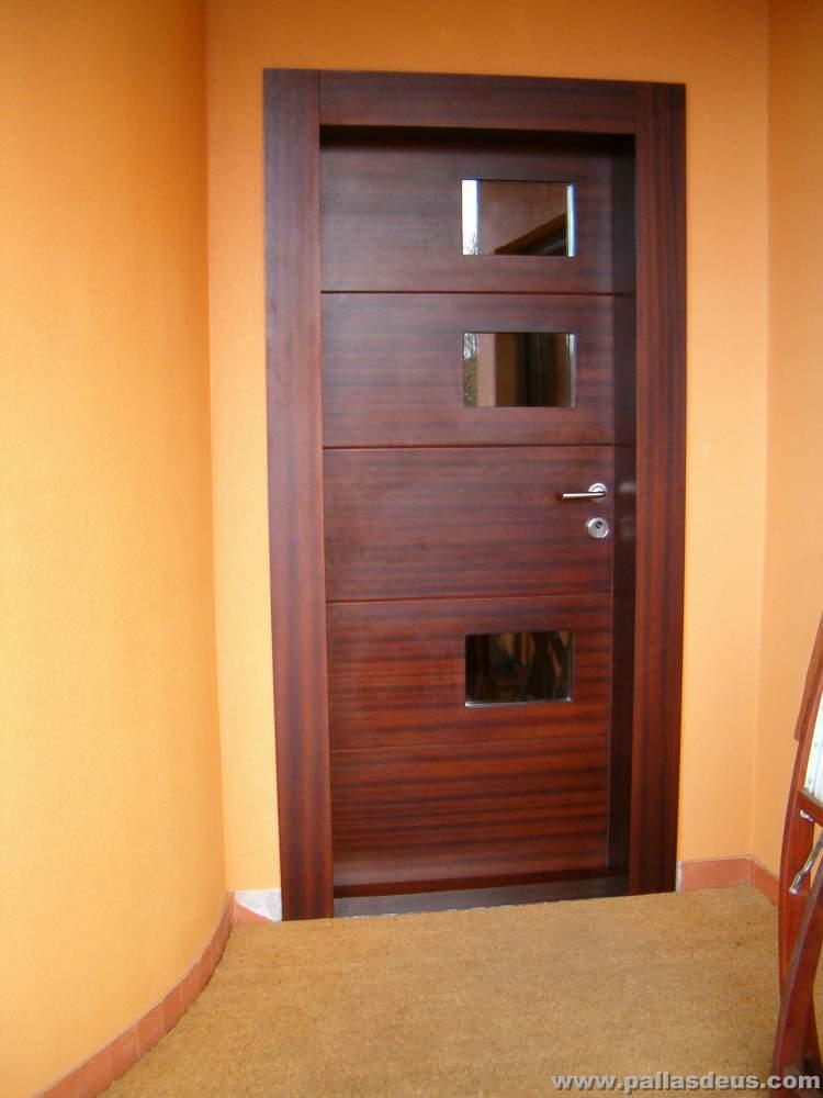 Disenos de puertas de madera para entrada pictures to pin for Madera para puertas