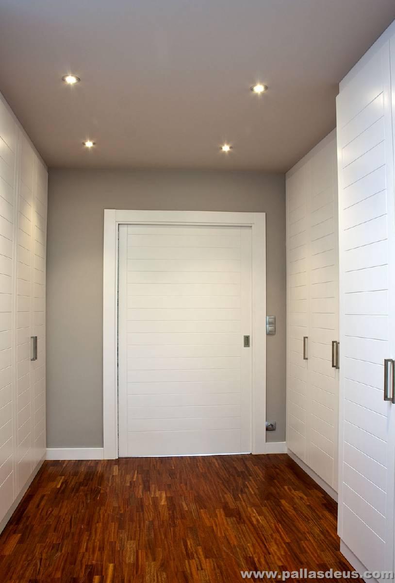 Carpinter a interior a medida de madera para chalet en - Decoracion puertas blancas ...