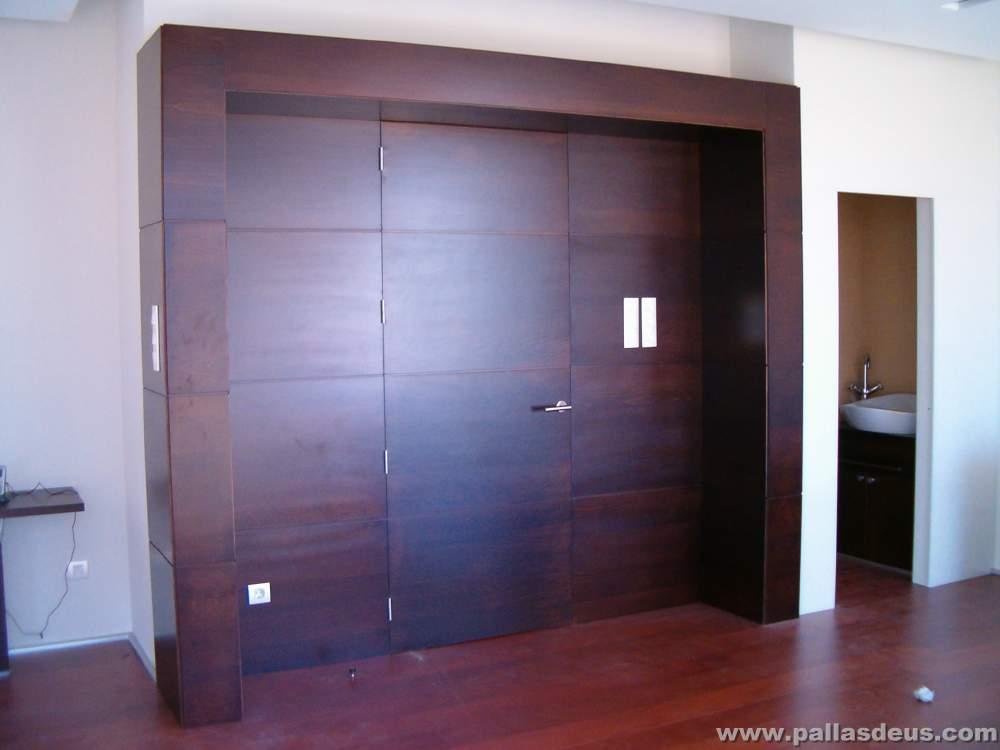 Mobiliario oficina coru a en madera wengu for Puertas para oficinas precios