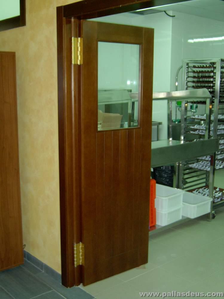 Puertas vaiven para cocina precio for Precio de puertas enrollables