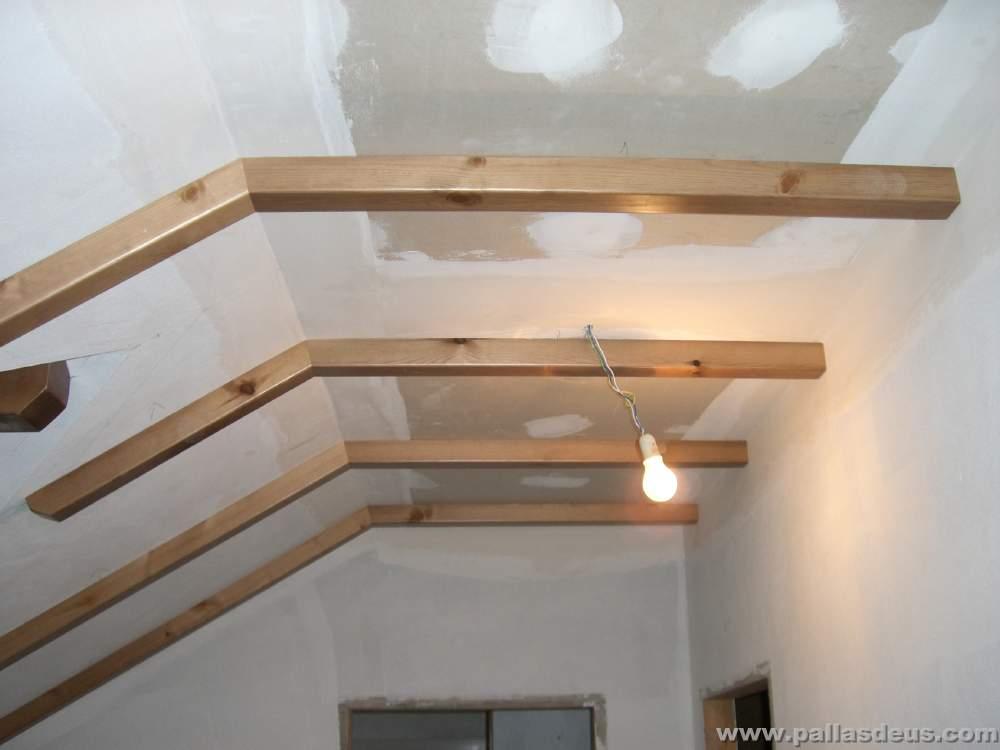 Fabricaci n y colocaci n de vigas r sticas de madera coru a - Vigas redondas de madera ...