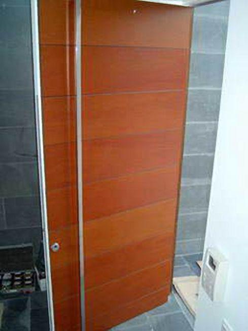 Chalet a zapateira puertas altas a medida for Puertas de madera minimalistas